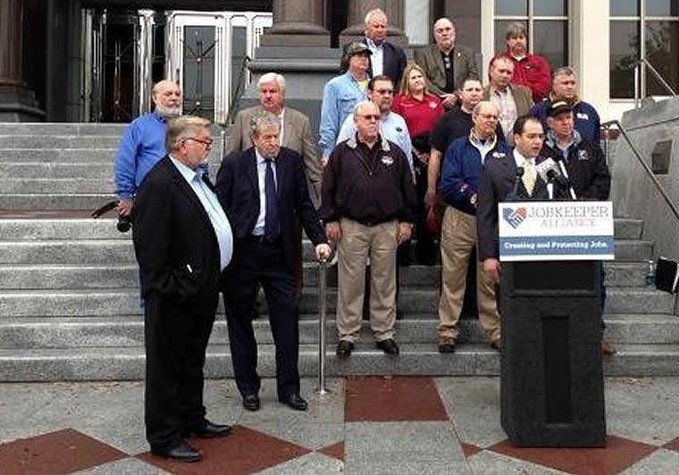 Jobkeeper's Cagle bloviating against Dunn at one of the dog and pony show press conferences held as part of the successful campaign to remove Dunn from the PSC. With his silence on the Walter Energy bankruptcy situation, Cagle has further revealed himself as a servant of Alabama Power and coal company owners, not the miners he so publicly claims to represent.